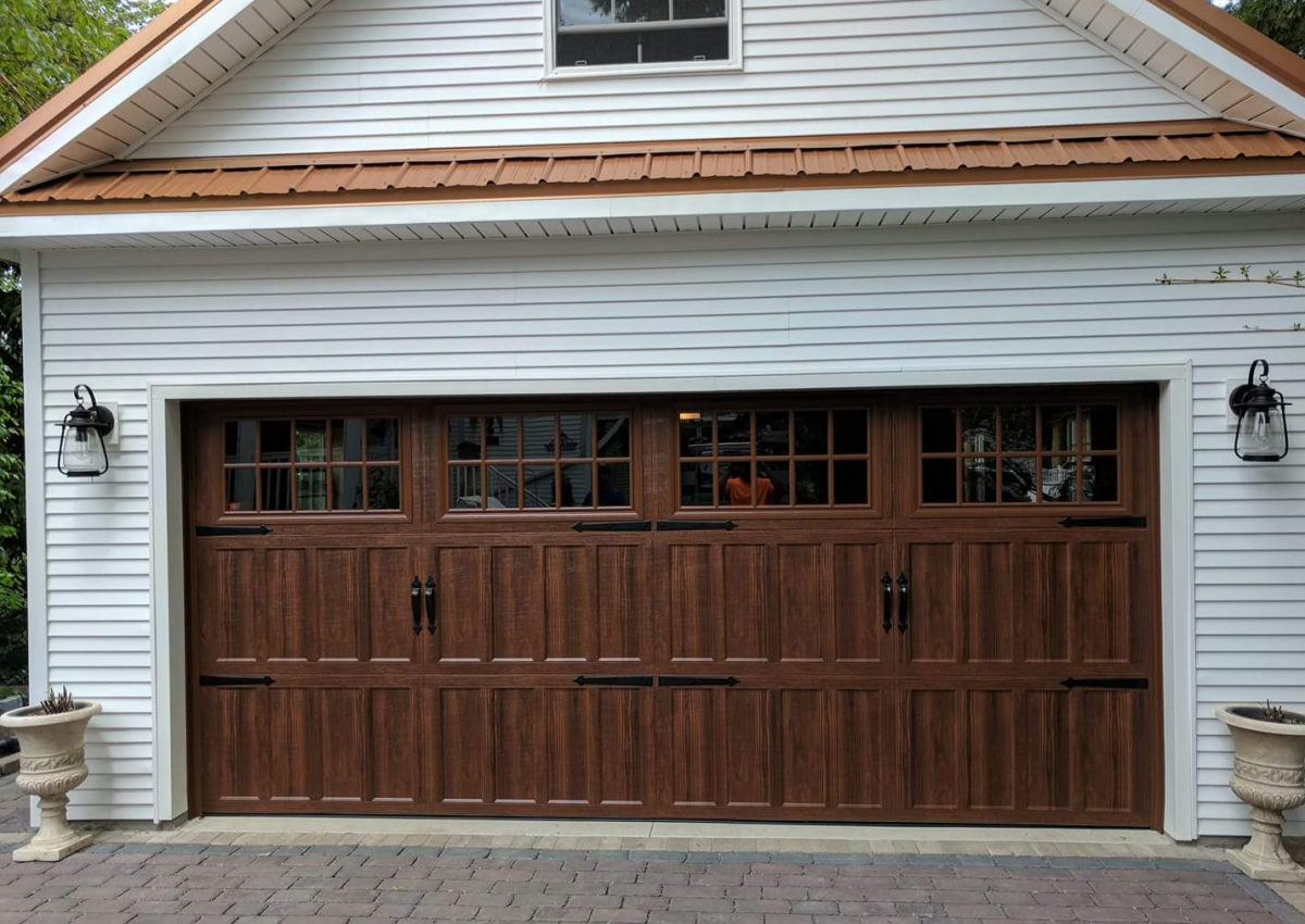 Why Carriage House Garage Doors Gain in Popularity